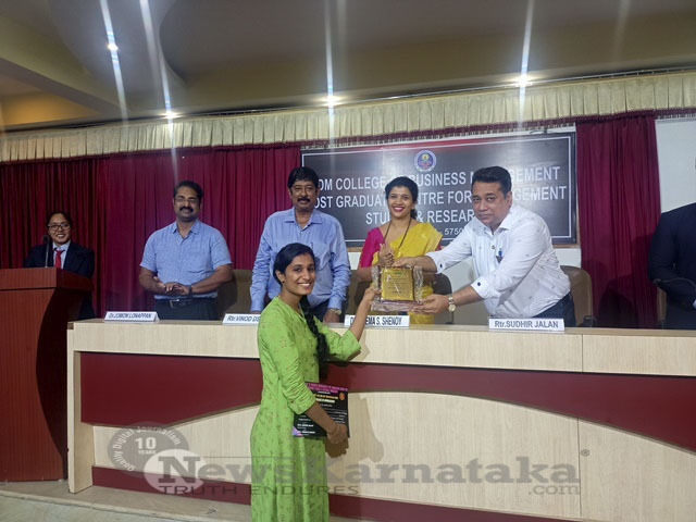 Prizes distributed for Onam with Family Selfie Contest